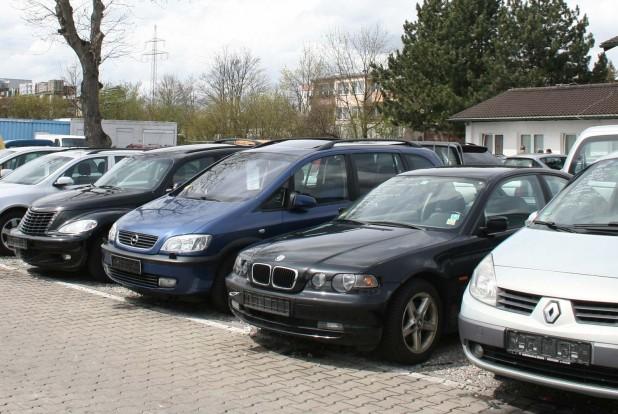 Aki nem veszi igénybe az állapotfelmérést a távolból, legalább három-négy autót nézzen ki az adott régióban, hogy ne vetődjön árnyékra. Sose induljunk el, ha egyetlen autó van a radaron!