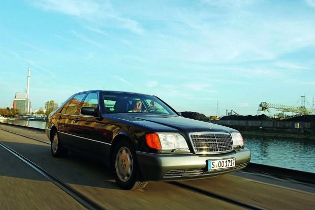 Piaci bevezetésekor számos kritika érte a W140-est hatalmas méretei miatt