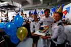 F1: Így ünnepelték Alonsót a garázsban