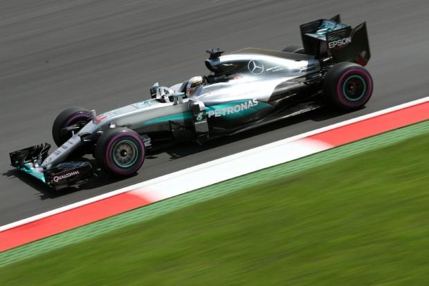 F1: Hamilton nyerte az őrült időmérőt