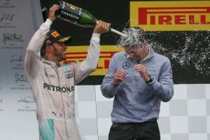 F1: Mercedes-ütközés után nyert Hamilton Ausztriában