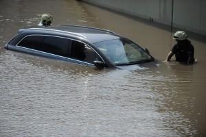 Fotók a vízből mentett Audiról, a vecsési felhőszakadás után