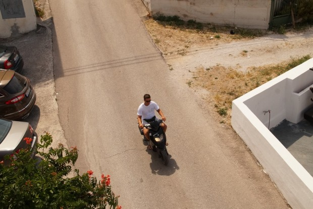 A legnagyobb veszélyforrás a vakmerő, strandpapucsos, bukó nélküli horvát robogós, motoros