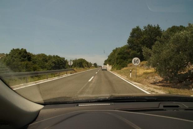 A sebességkorlátozásokat nem nagyon oldja fel a kereszteződés Horvátországban, érdemes megvárni a feloldó táblát, mint az osztrákoknál