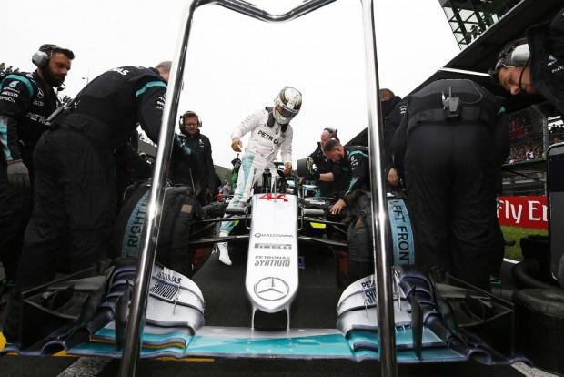 F1: Hamiltonékat félreállíthatja a csapat
