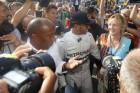 F1: Hamilton kénytelen fizetni a rokonok belépőjét