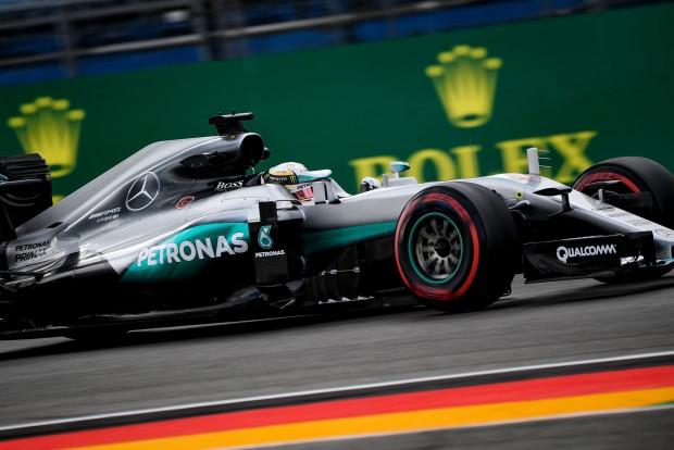 F1: Hamiltont visszafogta a Mercedes