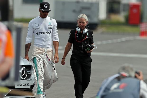 F1: Hamilton bocsánatot kért az autótörésért