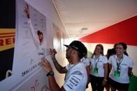 F1: Hamilton otthagyta a kézjegyét a Hungaroringen
