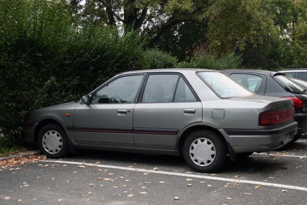 Szép lenne egy nem szétrohadt Mazda 323 250 000 forintból