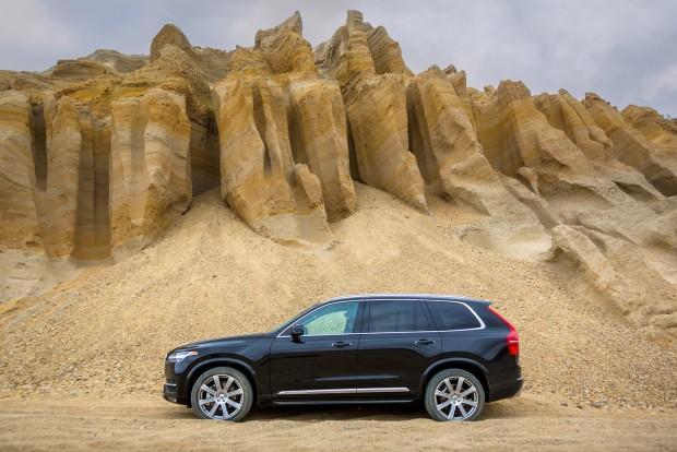 Új a Q7, úja Volvo XC90, frissült a Mercedes-Benz GLE, alias M-osztály. A nagy terepjárók kategóriája nőtt idén a leggyorsabban, 30 százalékkal 2015 első hat hónapjához képest