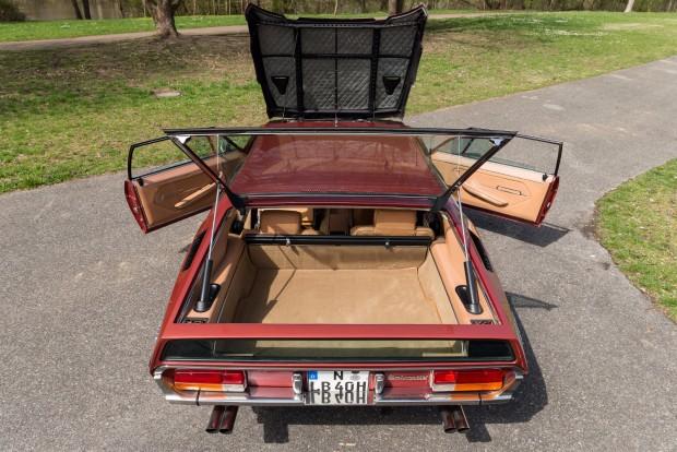 Csomagtartó, hátsó üléssor, motor elöl - így nézett ki az Espada a hetvenes évek elején.