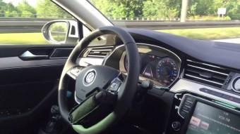 A világ hülyéje robotpilótát tákolt Volkswagenjébe