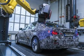 Világújdonsággal érkezik a következő BMW 5-ös