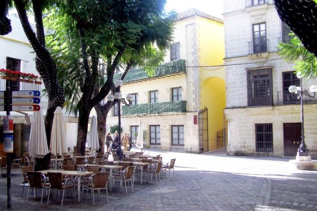 Terecske a 200 ezer lakosú Jerez de la Fronterában. Hát van kedve dolgozni az embernek, amikor egész nap kávézhat egy ilyen helyen?