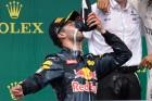 F1: Ricciardót megelőzték a cipőből ivással