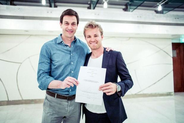 F1: A problémák tudatában hosszabbítottak Rosberggel