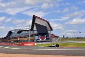F1: Ifjoncinvázió Silverstone-ban