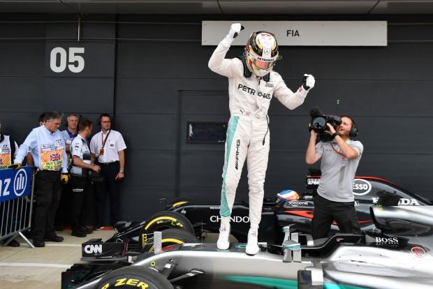F1: Hamilton hibával is agyonvert mindenkit