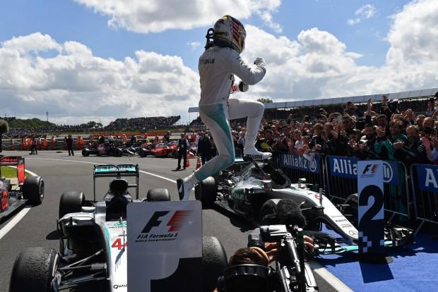 F1: Hamilton lazán nyert, de függőben a végeredmény