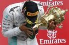F1: Hamilton tökösséggel arcoskodott, ráfázott