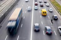 Autópályán csellengő kisgyereket mentett a rendőr