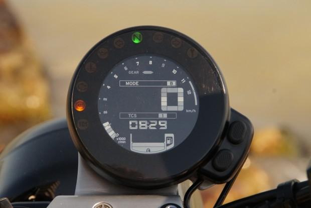 Telitalálat a pici, de jól leolvasható, részletes digitális műszer