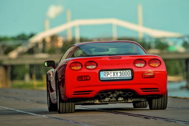 Tipikus Corvette-jegyek: magasan hordott fenék és négy elkülönült kerek lámpa