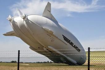 Ütközött a világ legnagyobb repülő járműve
