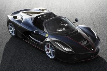 Beperelte a Ferrarit egy hoppon maradt vásárló
