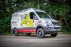 Speciális Sprinter segíti a jótékonykodó bringásokat