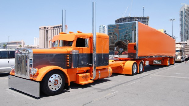 17749-peterbilt-truck-2560x1440-car-wallpaper