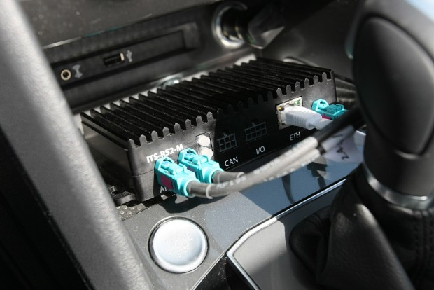 Ezzel a dobozzal és egy antennával máris megtanítható az autónk beszélni