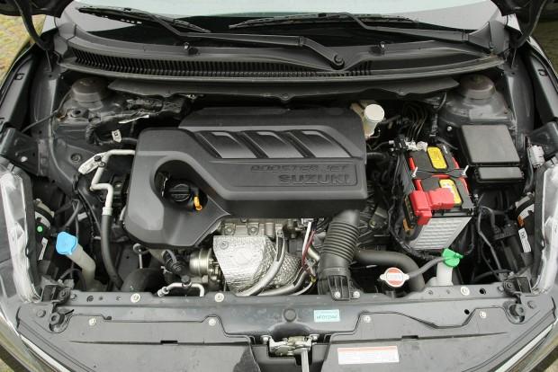 Turbós, benzines háromhengeres motor