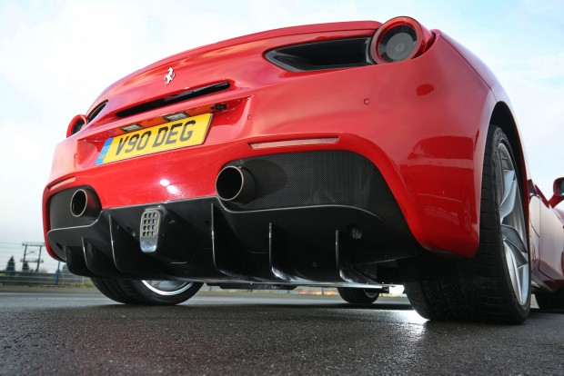 Mélyebb hangon ordít most a turbóval a Ferrari