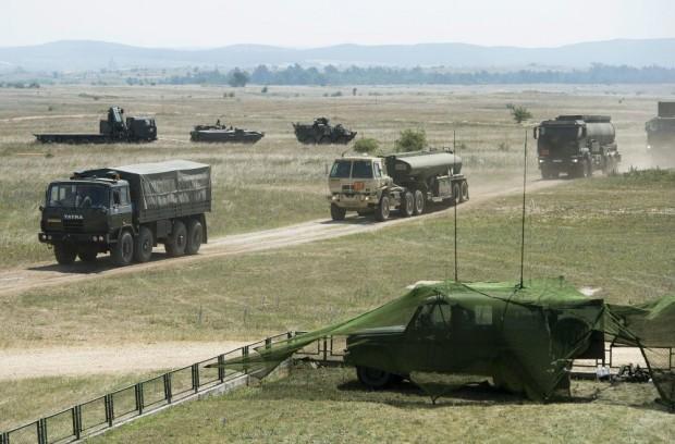 Katonák a hazai autópályákon