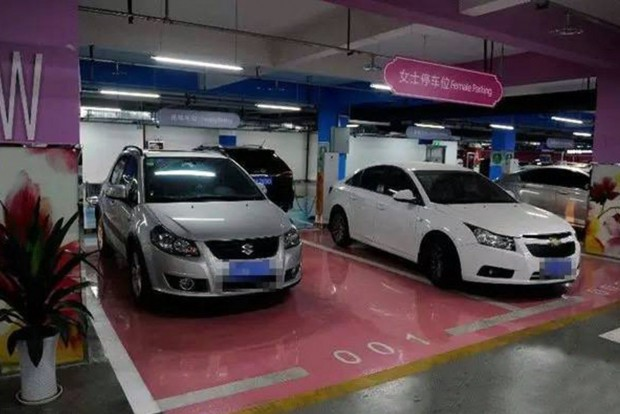 női parkoló
