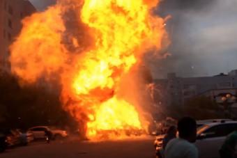 Átlagos kigyulladt autóként indult, pokoli robbanás lett a vége