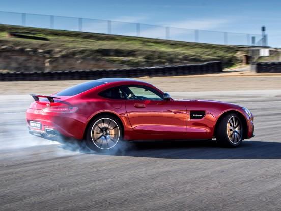 Puszta vezetési élmény: az AMG GT-ben minden egyes autópálya-szakasz maga a hockenheimi mennyország