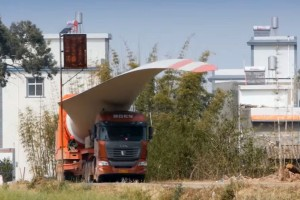 52 méteres rakomány szállítása kanyargós hegyi utakon? Nem probléma!