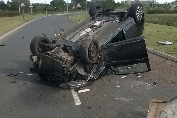 Felborult egy autó az M1-es autópályán