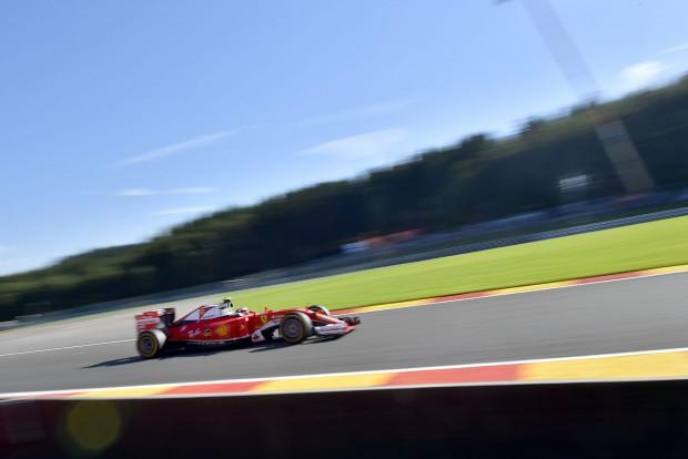 F1: Räikkönené az utolsó edzés, Verstappen bajban