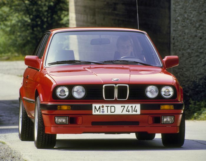 bmw-318is-e30-01-54ae81734148d
