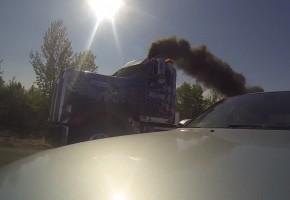 Ez a kamion tartja a lépést a legdurvább BMW-vel