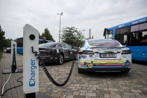 Magyar fejlesztésű elektromosautó-töltőt avattak Budapesten