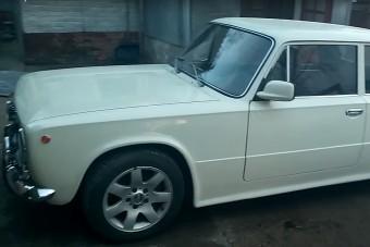 A Lada, amibe BMW-t oltottak, nem is akárhogy