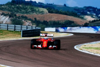 F1: A Pirelli Hamiltonnak ad igazat