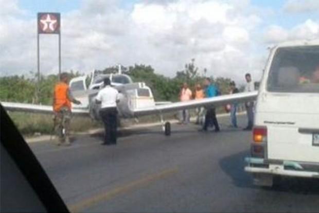 Így ütközött repülőgép és motoros