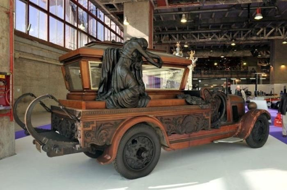 strange-crazy-funeral-vehicles-cars-07