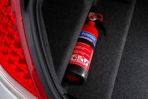 A csomagtartóban is jobb helye van a tűzoltó készüléknek, mint egy másik megyében